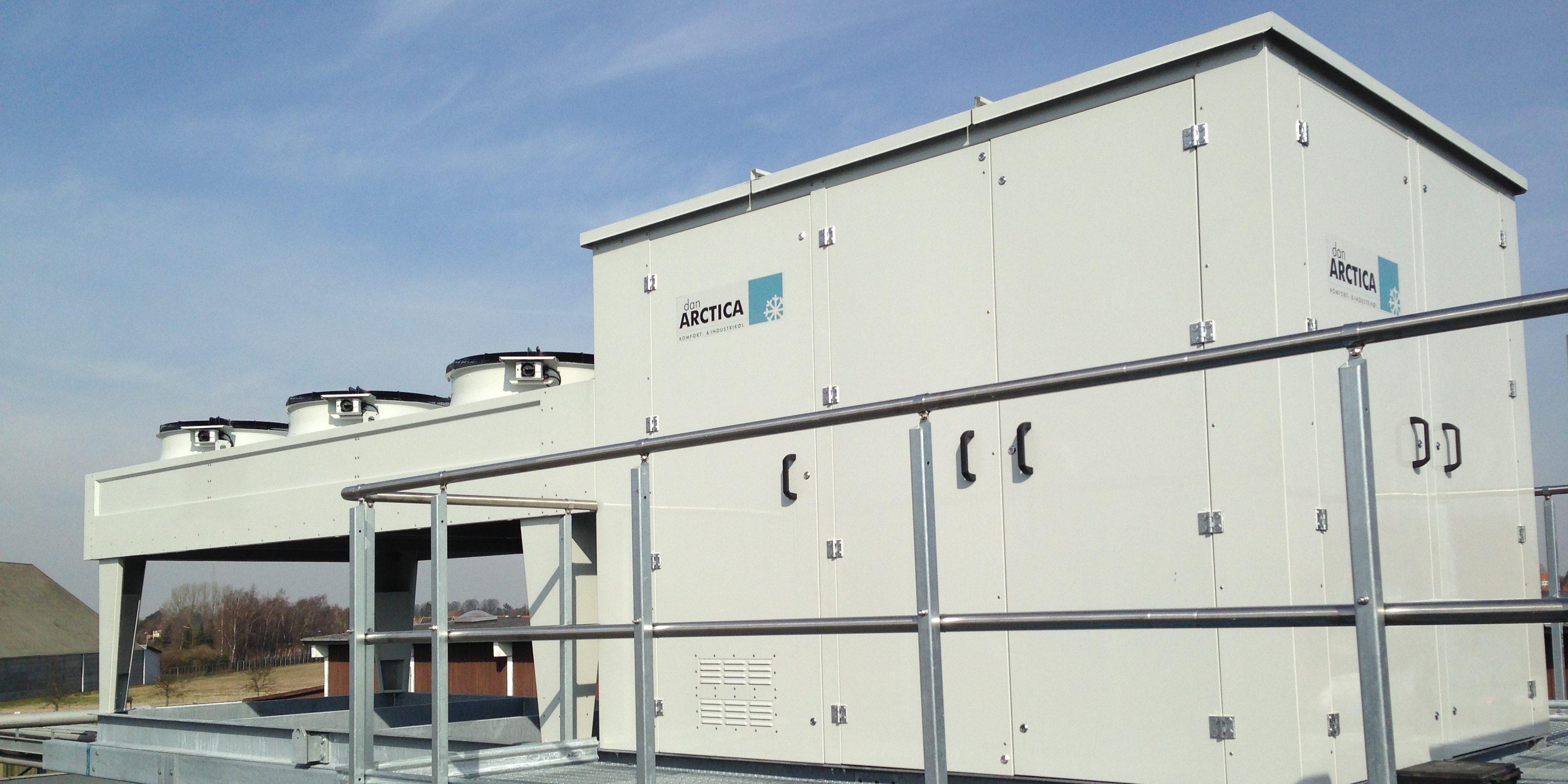 Enfriadora de amoníaco con condensador remoto y pasamanos listo para servicio, mantenimiento y reparación