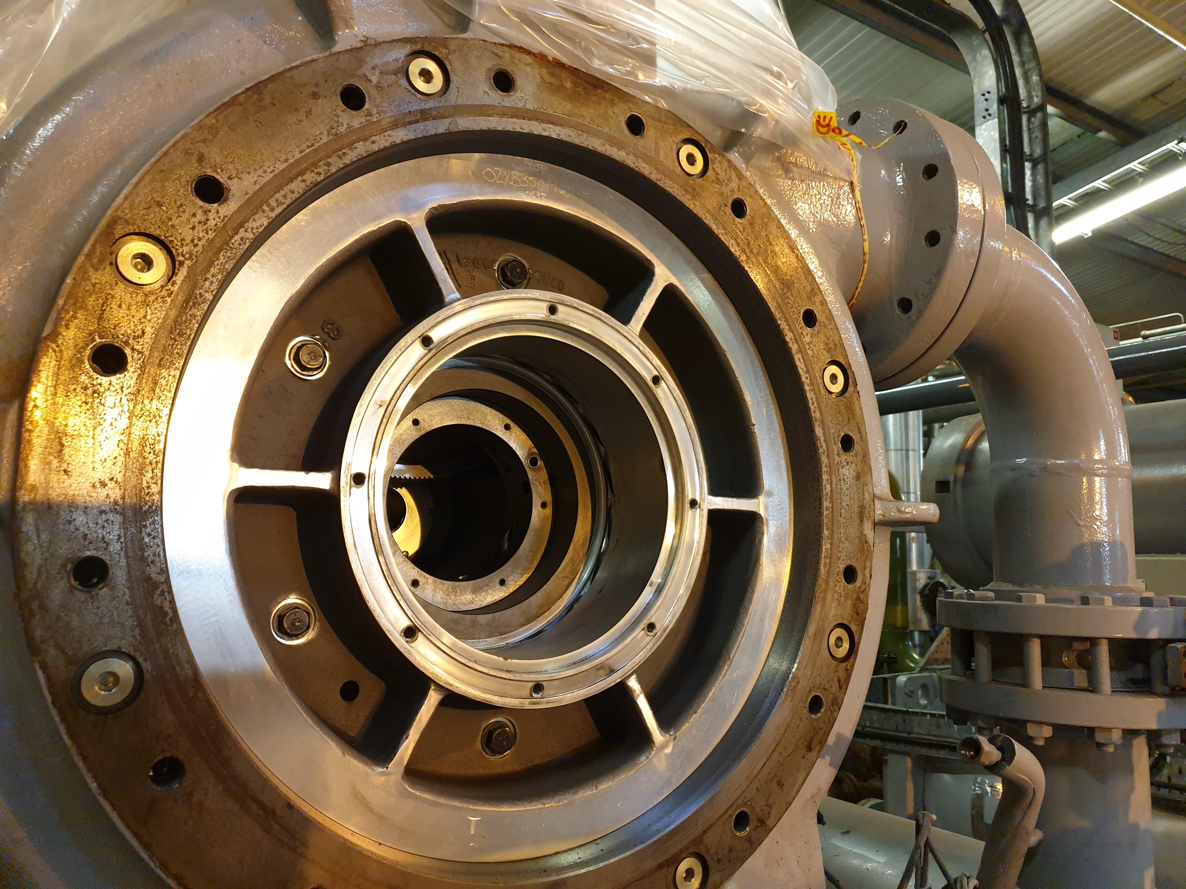 Remanufacturación del compresor centrífugo que se muestra en el interior del compresor